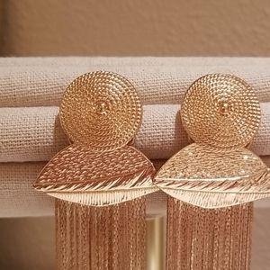 Jewelry - Beautiful gold toned fringe earrings